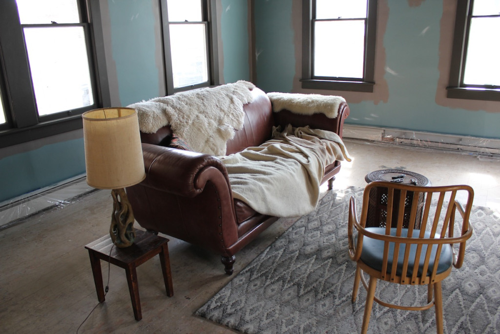 © J.N. Urbanski A cosy lounge in the making.